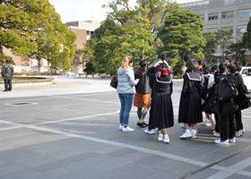 大学のキャンパス見学